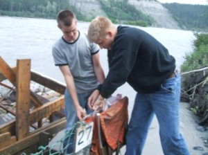 emptying_out_the_fish_wheel (1)